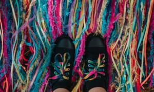 quitar pegotes de caramelo de los zapatos